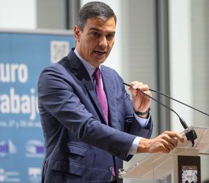 El president del Govern espanyol, Pedro Sánchez, dona un discurs durant la inauguració de la jornada 'Diàlegs sobre el Futur del Treball', aquest dilluns, a Santander.