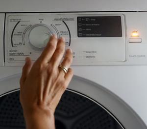 Una assecadora de roba es posa en funcionament, en una fotografia d'arxiu.