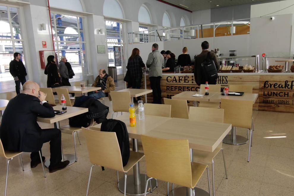Imatges de la nova cafeteria de l'estació de trens de Lleida