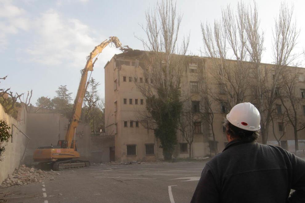 Imatges de la demolició de Magisteri