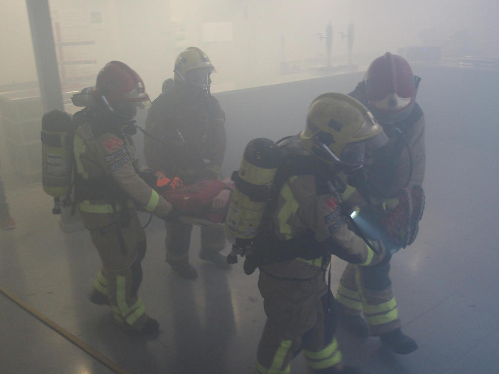 El ejercicio ha consistido en un incendio en una cocina del restaurante de los pabellones feriales, con la evacuación de todo el recinto