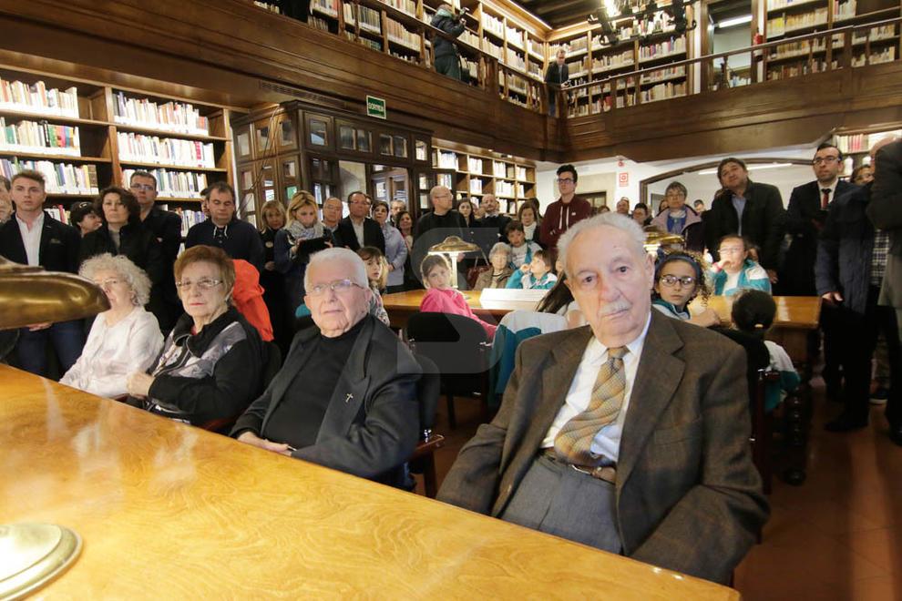 Imatges de la inauguració de la biblioteca de l'IEI