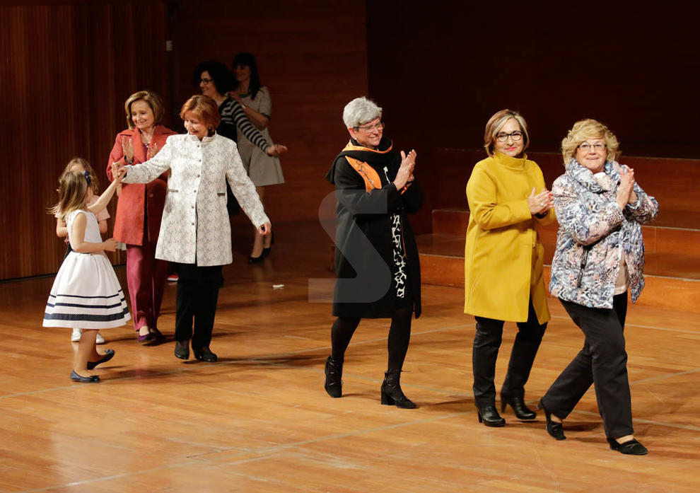 Imatges de la desfilada de moda i costura a l'Auditori