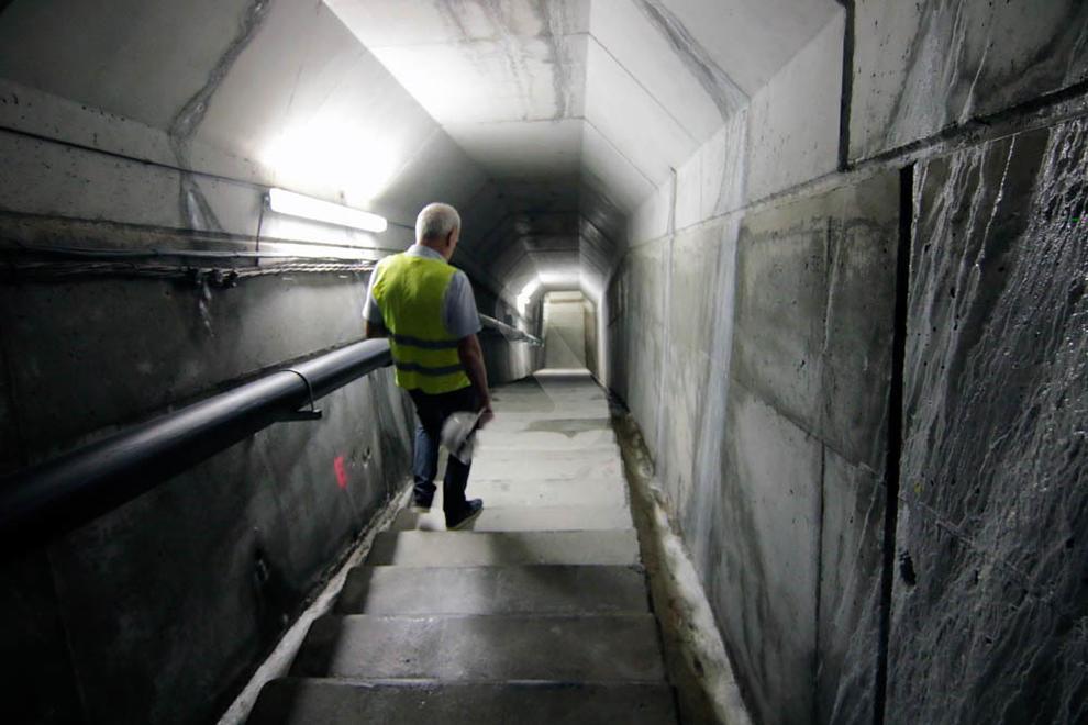 La construcció de la presa de l'Albagés, que emmagatzemarà 80 hectòmetres per al canal Segarra- Garrigues, ha acabat. A la foto, la galeria dels desaigües de l'obra ja enllestida.