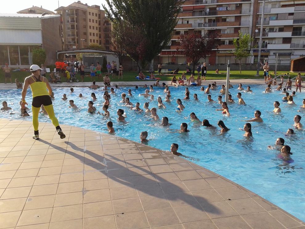 un nen de 7 anys a punt d 39 ofegar se a la piscina de