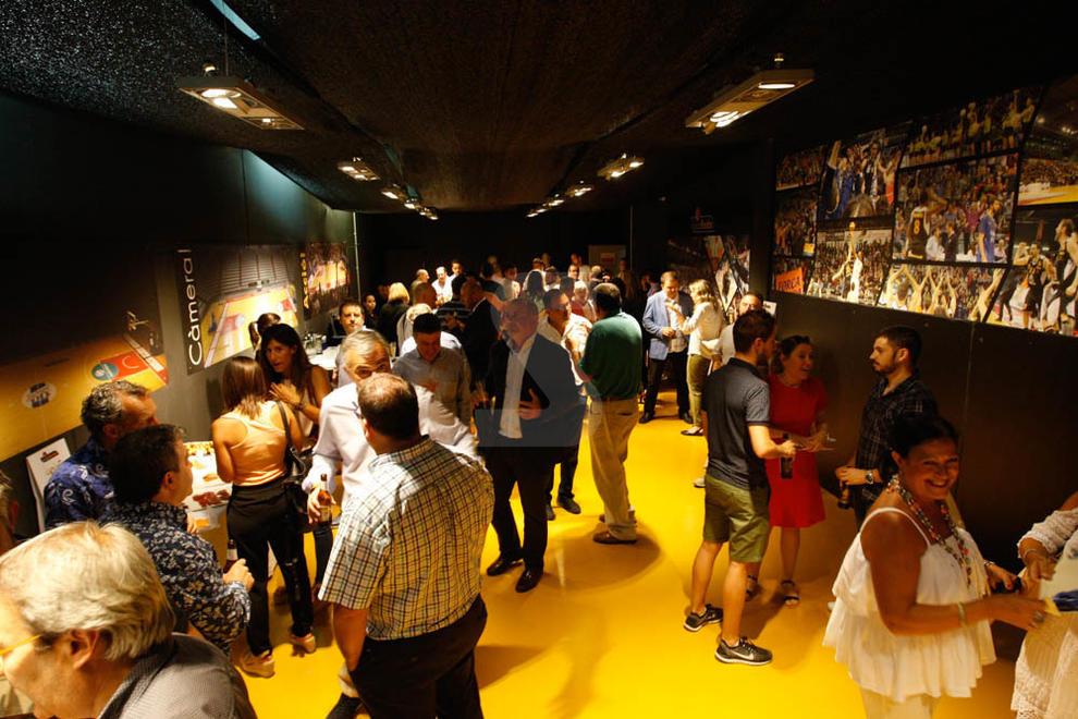 Imatges de la inauguració de la nova sala VIP del pavelló Barris Nord de Lleida