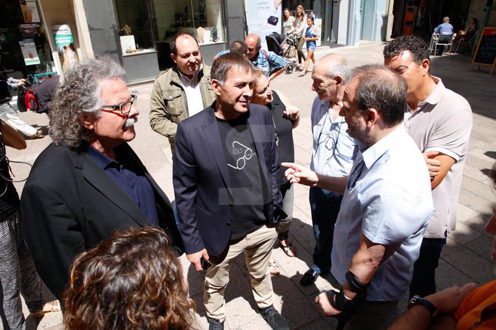 El dirigent abertzale Arnaldo Otegi visita Lleida amb Joan Tardà.