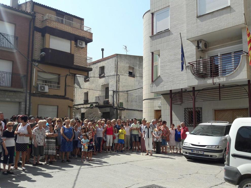 Localitats d'arreu de la geografia lleidatana han celebrat minuts de silenci en rebuig als atemptats de Barcelona i Cambrils.