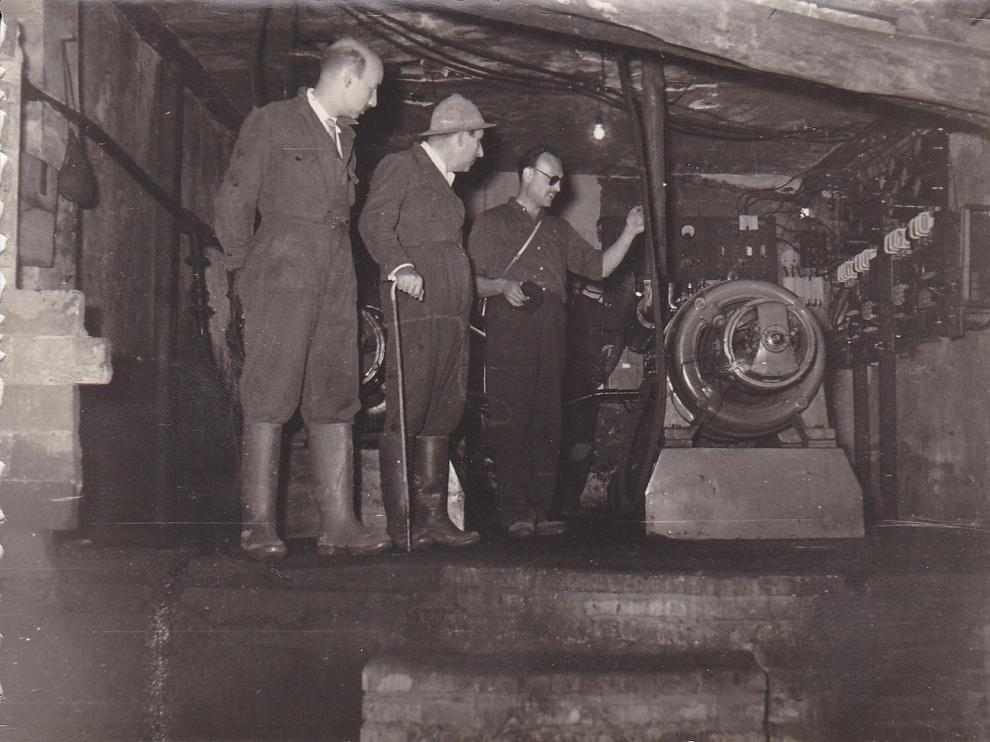societat. Visita del Governador Civil a les mines, acompanyat de lalcalde dÀger, Josep Maria Vilà, fidel al règim de Franco, i una missa de campanya per Santa Bàrbara.