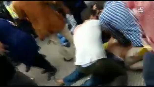 La Policia va continuar carregant mentre es reanimava al lleidatà que va patir un infart