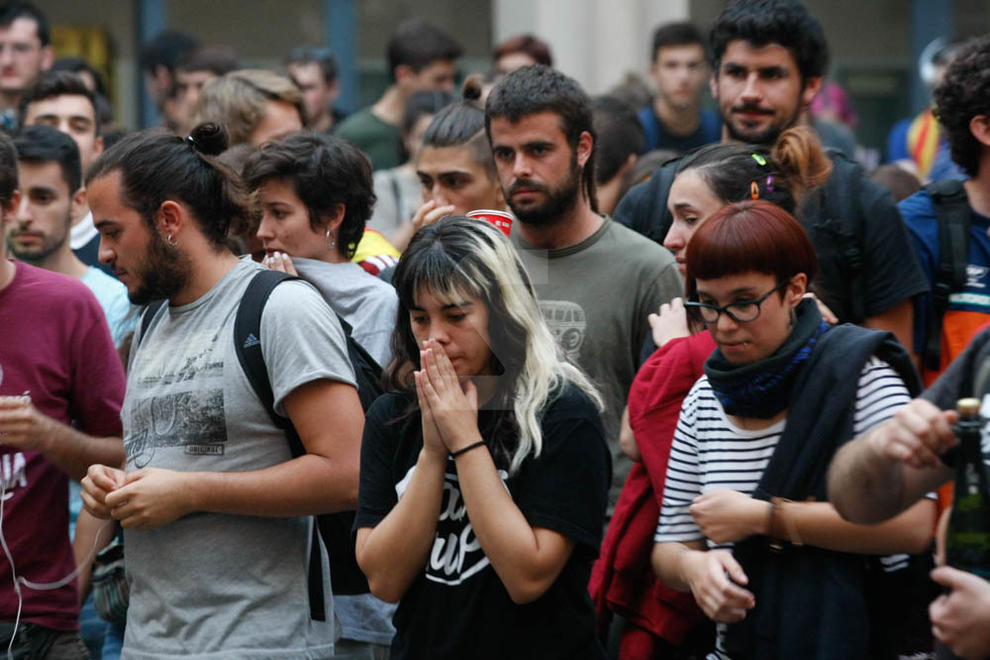Costava ahir, a les 18.00 hores, trobar algú que no estigués pendent de Puigdemont. Al final, va ser a les 19.00 i hi va haver divisió d'opinions: uns alegres i d'altres, decebuts.