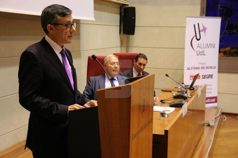 El va rebre Joan Comella, director del Vall d'Hebron Institut de Recerca.