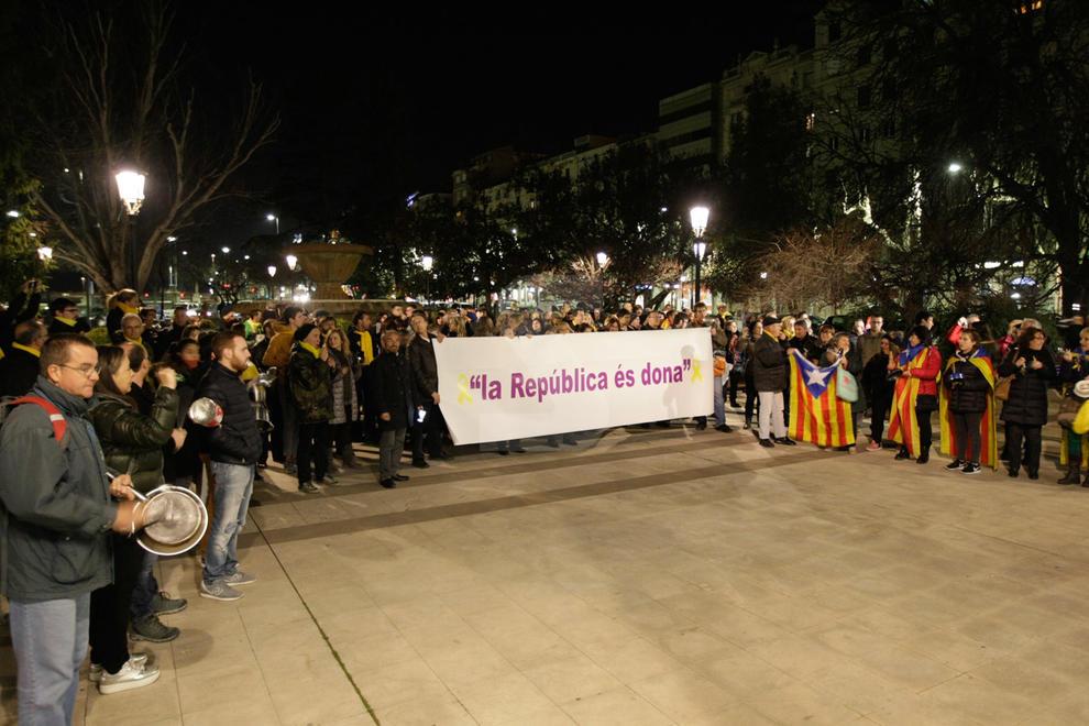 Els comitès de defensa de la república (CDR) van convocar manifestacions a tot Catalunya, a Lleida davant de la subdelegació del Govern central
