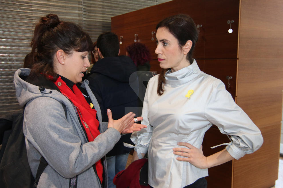 Tres-centes persones assisteixen al debat sobre censura al Museu de Lleida || Txell Bonet, Cassandra Vera i Bea Talegón critiquen la repressió de l'Estat