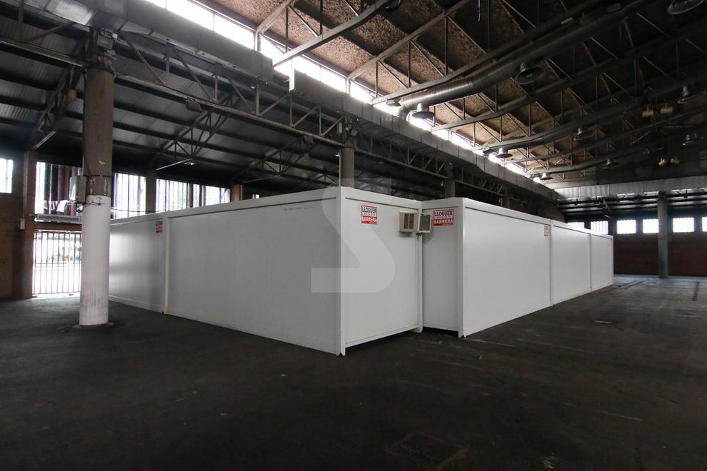 La Paeria instal·la mòduls prefabricats a l'interior del pavelló 3 amb dutxes, rober i bugaderia || Està previst iniciar l'operatiu d'atenció a aquest col·lectiu dilluns que ve, dia 11