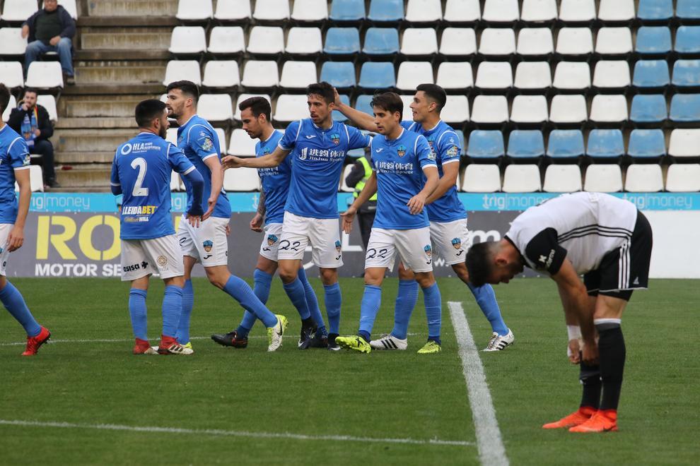 Jugadors del Lleida celebren un gol davant del València Mestalla. e399e4e74b176