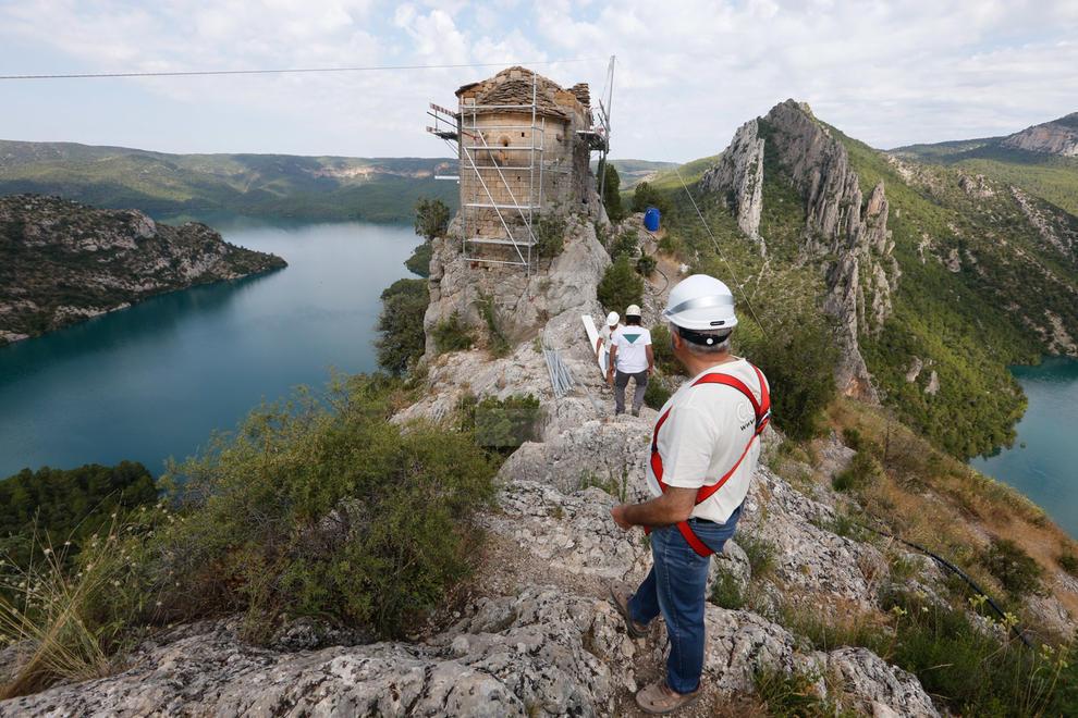 Imatges dels treballs de restauració de l'ermita de la Pertusa
