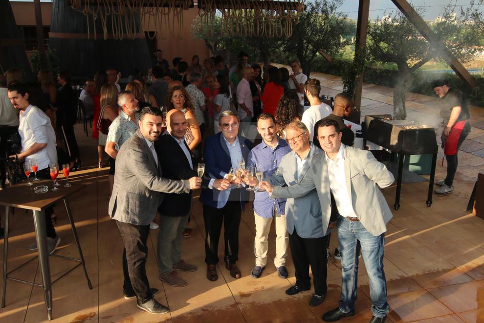 Imatges de la inauguració de la terrassa Raiers de Lleida