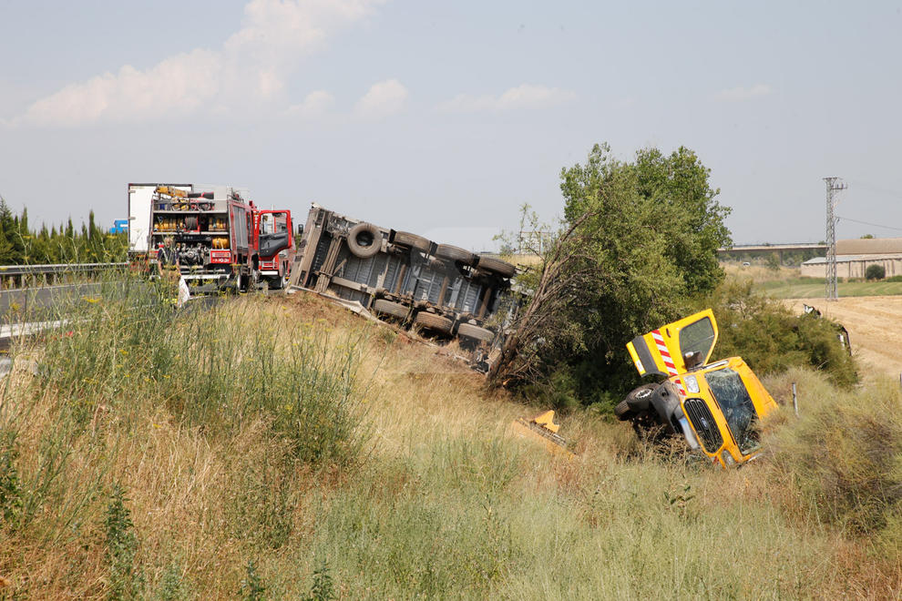 Imatges de l'espectacular accident a l'autovia A-2 a Bell-lloc