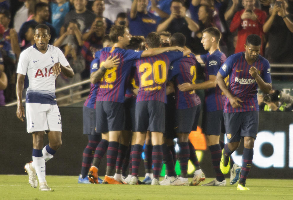 Els jugadors blaugrana celebren el segon gol aconseguit pel debutant Arthur. 1143e7acd57c5