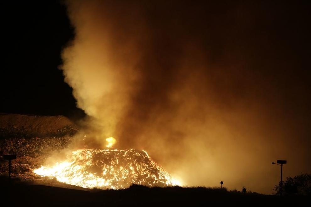 El succés fa dibuixar un mar de foc en plena nit.
