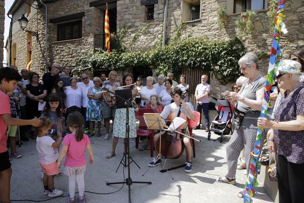 Pobles de Lleida se sumen a l'homenatge a les víctimes dels atemptats a Barcelona i Cambrils.