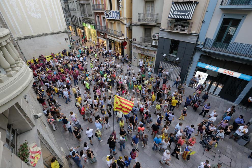 Desde la Paeria hasta la Seu Vella, con la participación de un millar de personas.