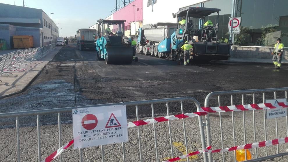 Pavimento Que Es : Torrefarrera mejora el pavimento del polígono
