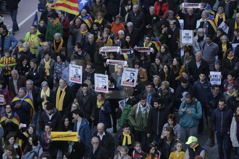 Concentracions al migdia i a la tarda en localitats de Lleida contra el judici del 'procés'