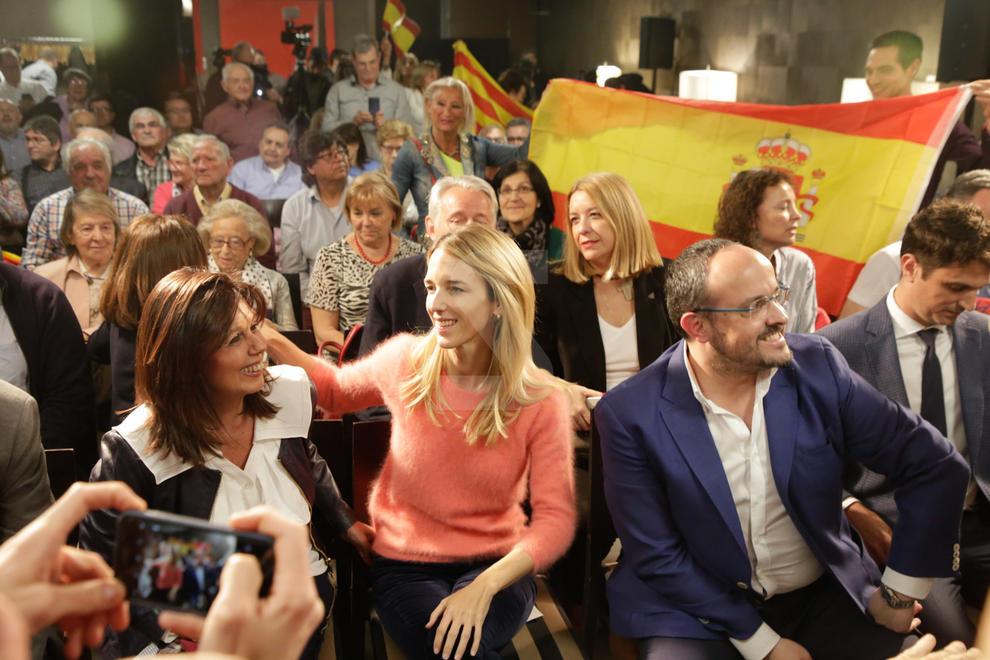 """Acusa Pedro Sánchez de fer una política basada en el """"divideix i venceràs"""" i defensa la Constitució"""
