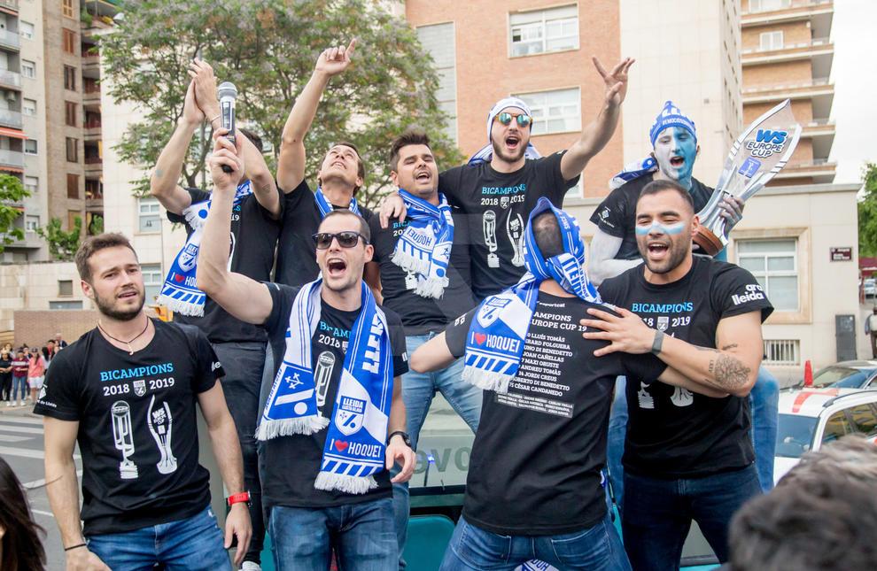Imatges de la celebració de la Europe Cup del Lleida Llista pels carrers de Lleida