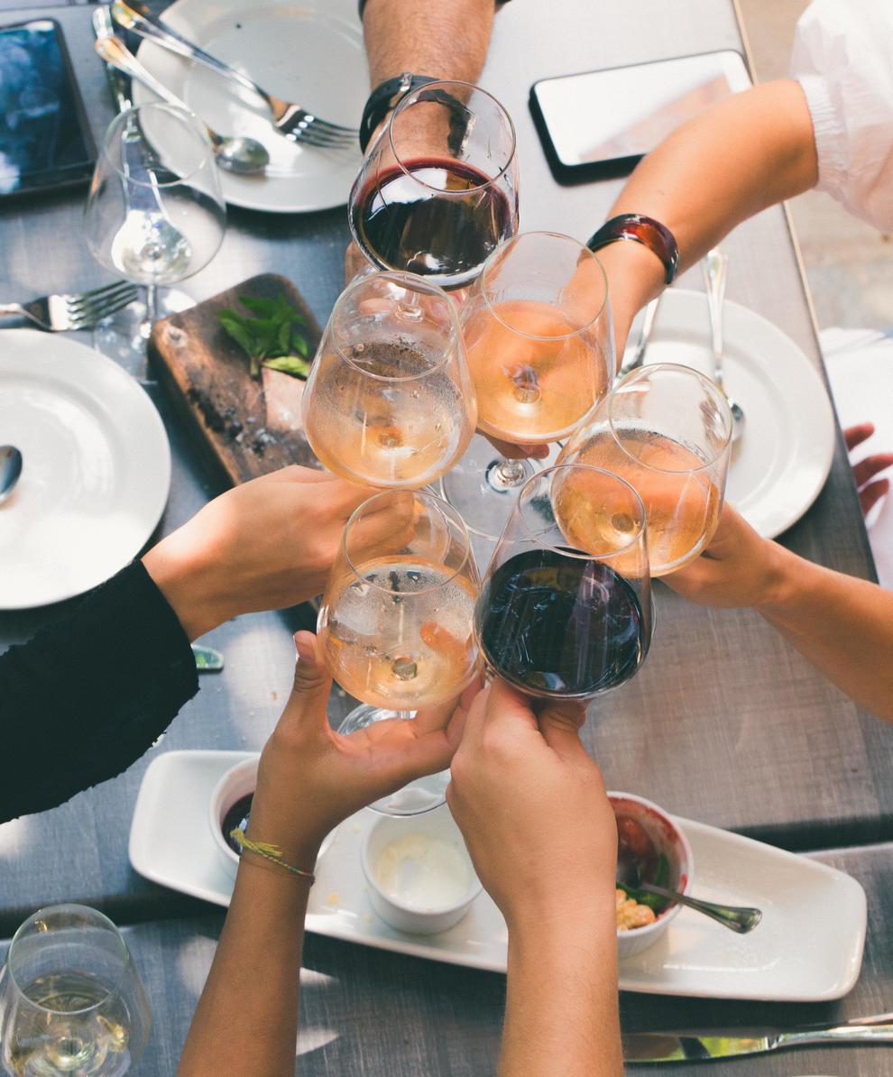 Envia'ns fotos de la teua celebració al voltant de taula: festes d'aniversari, calçotades, revetlles, bodes, comunions,...