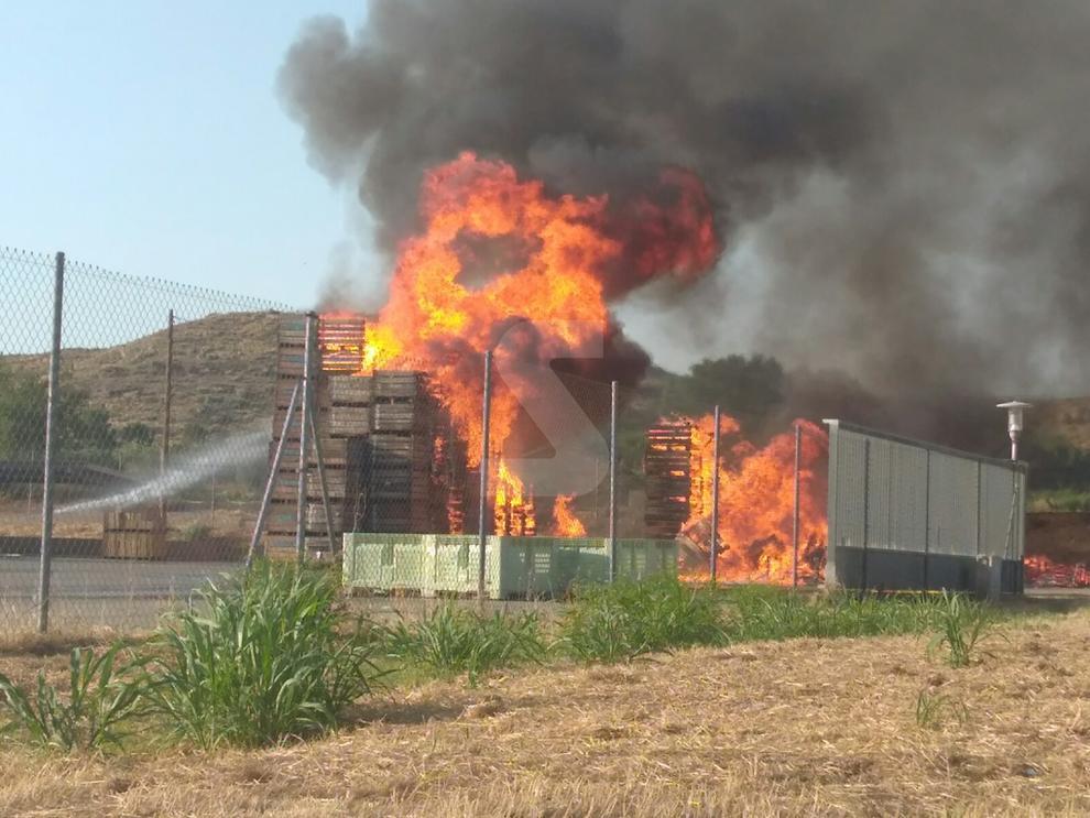 Imatges de l'incendi a Sanui Fruits