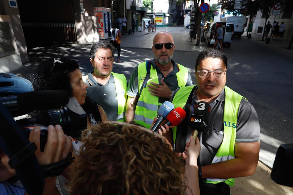 Els treballadors de la històrica companyia de transport Alsina Graells estan secundant una vaga de tres dies per reclamar a la firma Alsa, que va adquirir l'empresa el 2009, complements salarials que els són reconeguts per conveni.