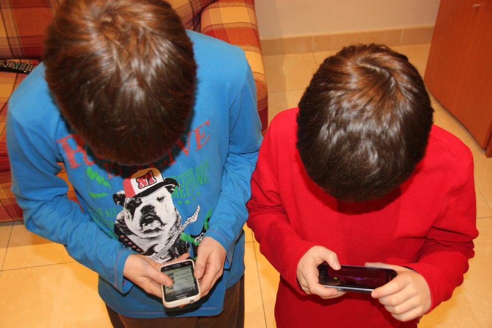 Resultat d'imatges de imatges lliures addicció al joc nens