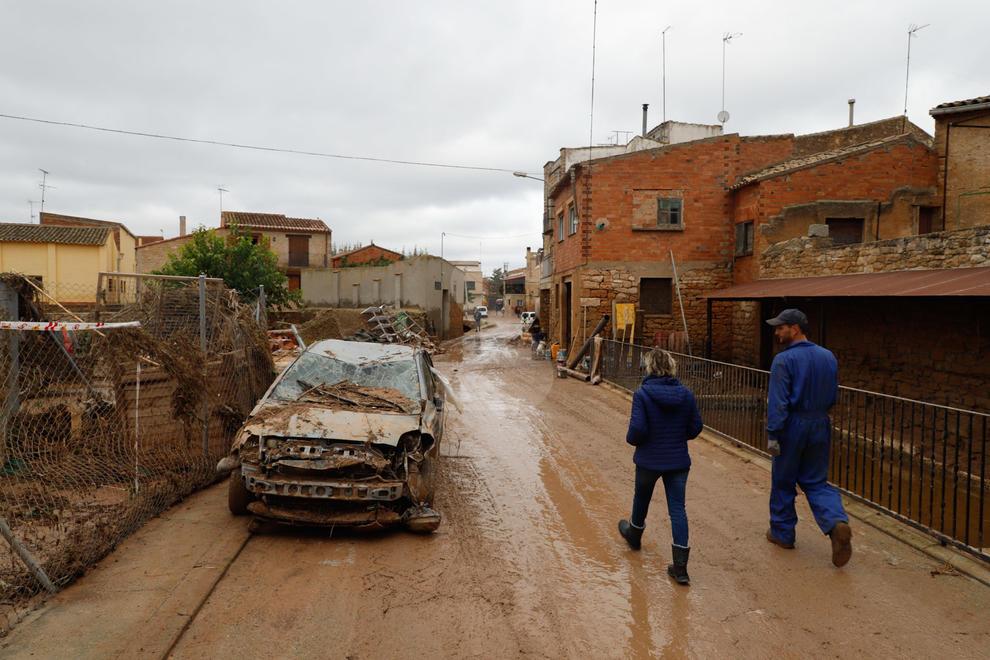 Imatges de les primeres tasques de neteja l'endemà del desastre del temporal a les comarques del pla de Lleida