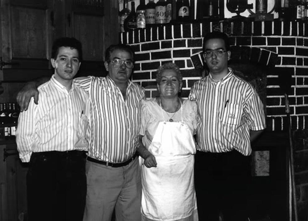 Josep Bellera i María Dolores Guiu van obrir el local el 1963 al carrer Vallcalent de Lleida.