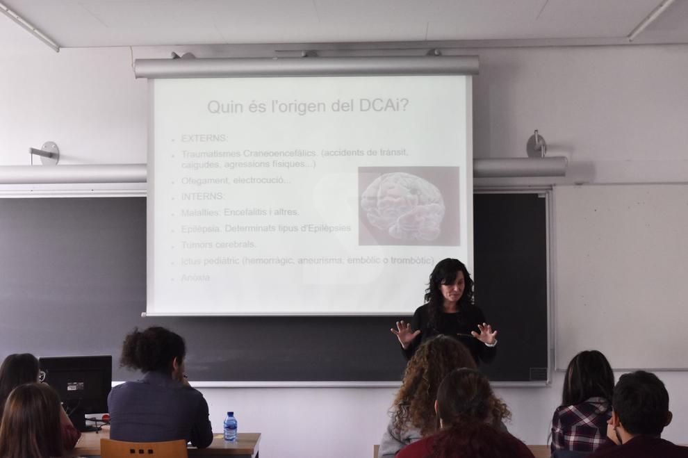 Una conferència sobre l'autocura dels professionals de la psicologia, a càrrec Gemma Gallart, va obrir ahir al campus de Cappont la VIII Setmana de la Psicologia, amb prop de 130 inscrits, majoritàriament alumnes. Aquesta activitat, que organitza des de fa vuit anys l'Associació d'Estudiants de Psicologia de la Universitat de Lleida, inclou ponències i tallers sobre temes escollits pels mateixos alumnes.