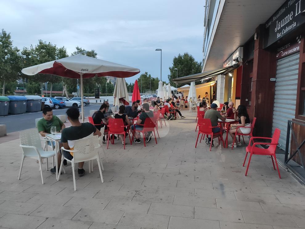 © Lleida, a casi 40º y solo con terrazas