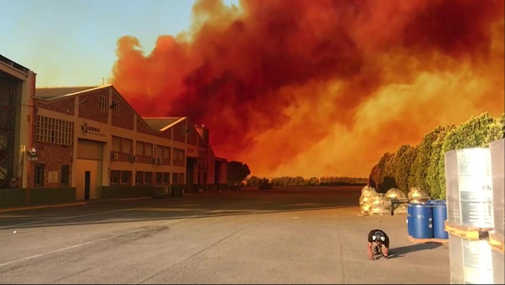 Alarma por una gran nube roja química