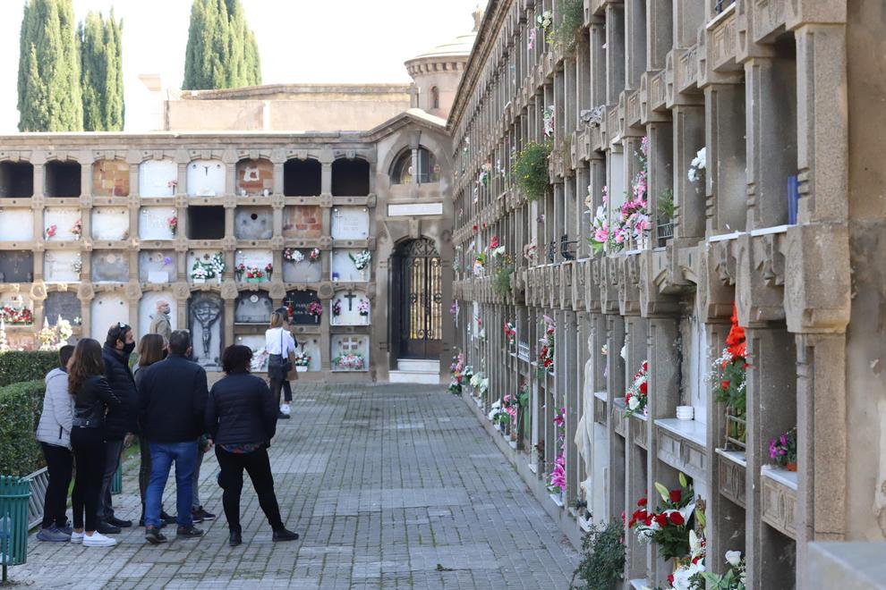 Poques aglomeracions i controls als accessos del cementiri de Lleida