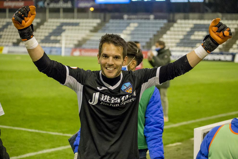 Pau Torres celebrando la victoria con el Lleida Esportiu
