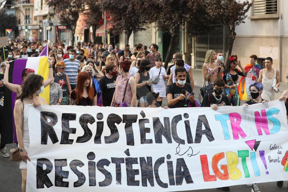 Imatges de la manifestació del col·lectiu LGTBI+ a Lleida
