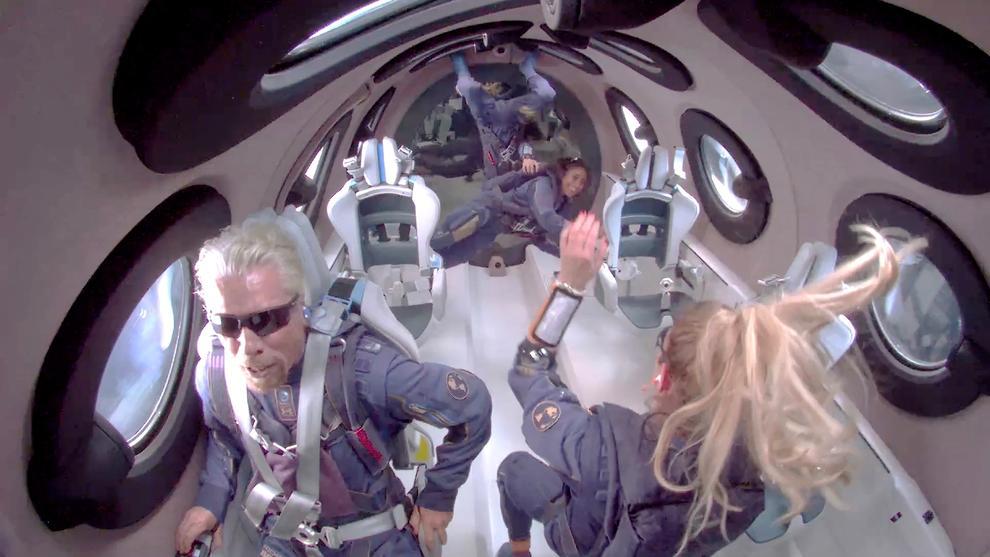 El fundador de Virgin llega al espacio con su propio avión